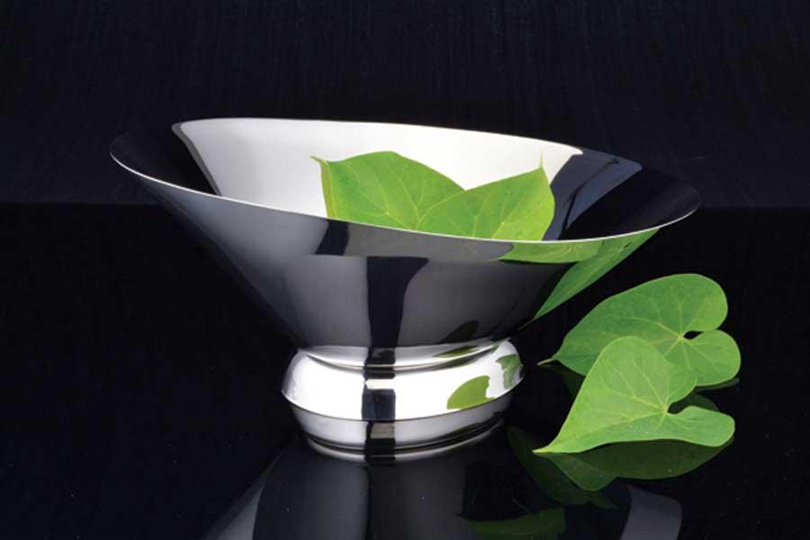 Deep oval bowl
