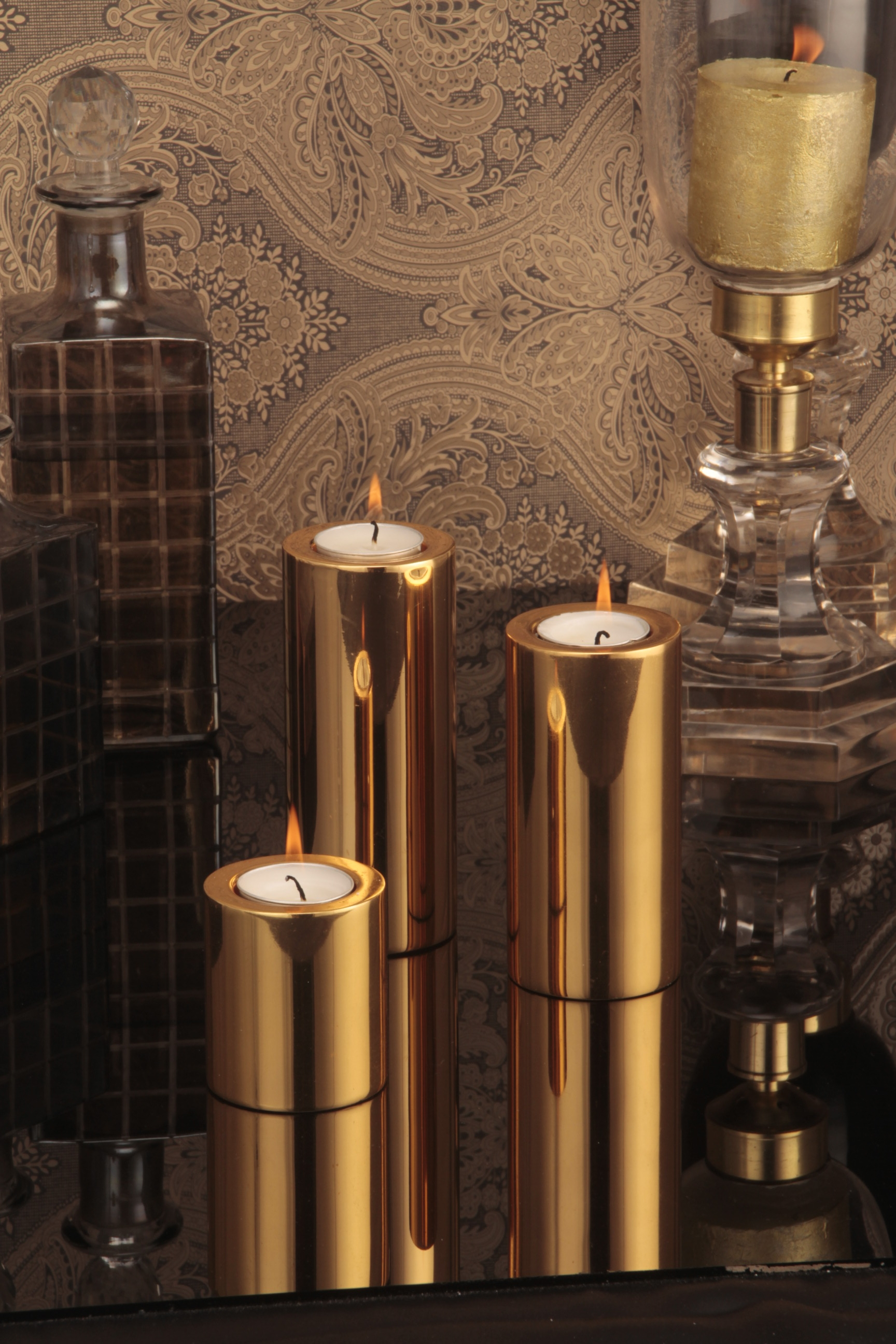 Round tower candle holder Gold
